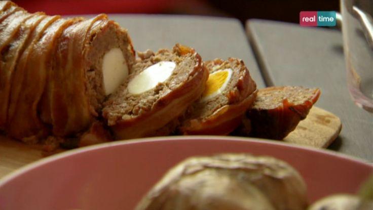 """La ricetta del polpettone e patate con salsa al gorgonzola di Nigella Lawson, della settima puntata di """"Cucina con Nigella"""", su Real Time."""