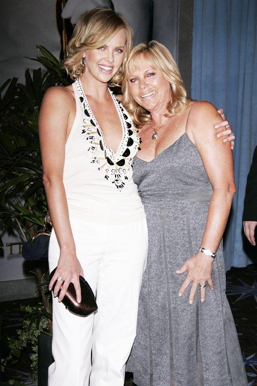 Шарлиз Терон с матерью Гердой, 2006 год