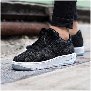 NIKE AIR FORCE 1 FLYKNIT LOW WOMEN'S BLACK/TEAM RED