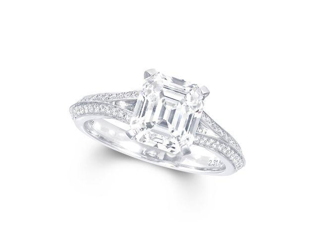 7.51 carats de diamant radiant pour faire grimper la fièvre jaune chez les chercheuses de bagues de fiançailles insolites.