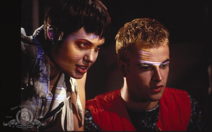 Jonny Lee Miller & Angelina Jolie were married shortly after making Hackers (1995), then divorced four years later.