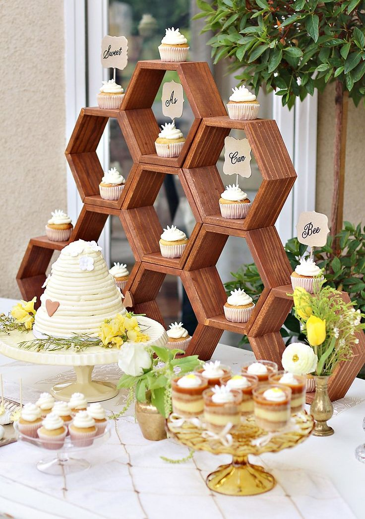 This honey bee-inspired baby shower decor is too cute!
