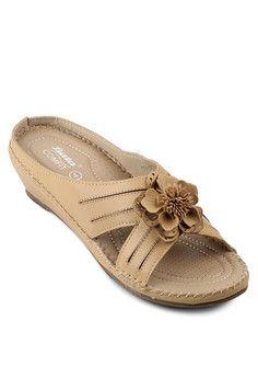 Nirgu Ladies Slip On Sandal