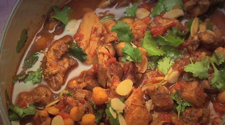 MOROCCAN CHICKEN & CRANBERRY TAJINE get the full recipe here http://www.ilovecooking.ie/recipe/moroccan-chicken-cranberry-tagine/