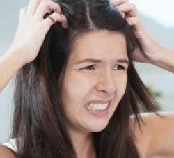 Почему чешется голова? Самой распространенной причиной зуда кожи головы является нарушение водно-жирового баланса и микрофлоры эпидермиса. Кожа головы при зуде либо сухая и шелушится, либо жирная с признаками раздражения и покраснения. Если вовремя не устранить зуд кожи головы, он спровоцирует выпадение волос и развитие себорейного дерматита.  http://giomat.ru/news/complexes-giomat-from-itching-of-the-scalp.html БЫСТРЫЙ РЕЗУЛЬТАТ - увеличение роста волос по всей поверхности головы всего за 1…