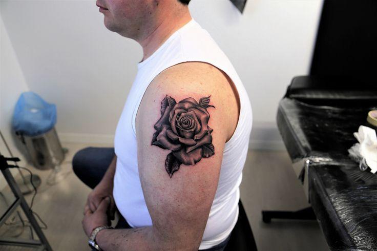 Realistic tattoo #rose tattoo #tattoo idea #flower tattoo #montebelluna tattoo #castelfranco tattoo #venteo tattoo#fuerteventura tattoo#tattoo eleve #Bari tattoo