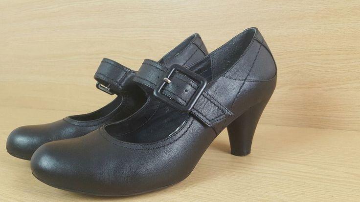 Clarks Mary Jane heels size 7 black