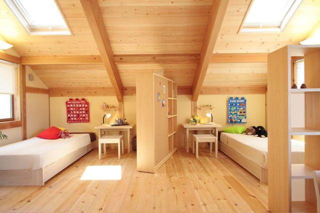 空に近い、子供部屋。木の家 ローコスト