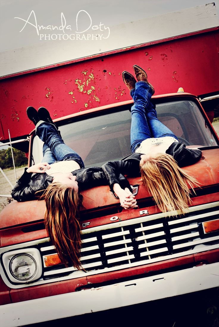 Best Friend Photoshoot Country Ideas,Poses
