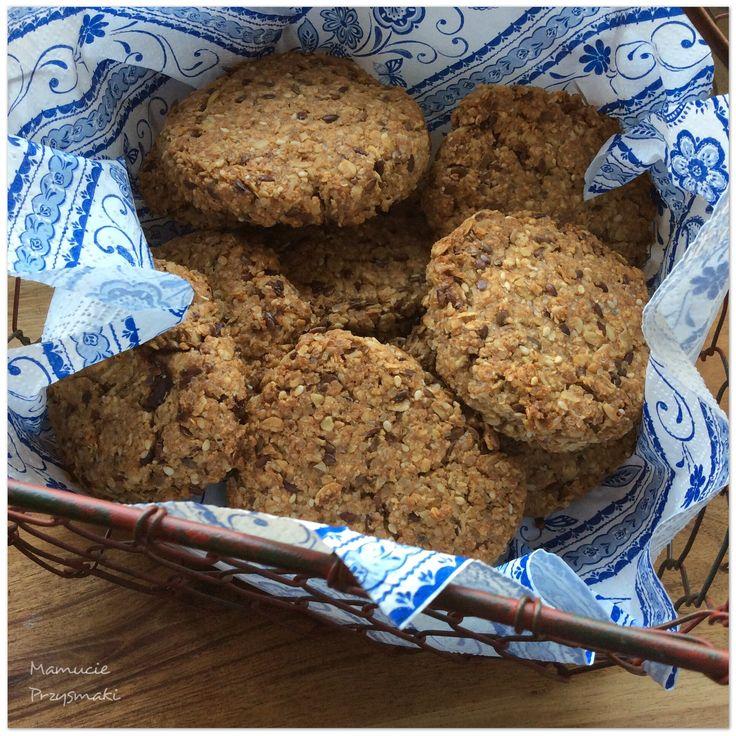Ciastka owsiane są dość konkretnymi, kruchymi ciastkami. Pysznymi do kawy oraz jako przekąska na piknik lub jako na drugie śniadanie do szkoly czy pracy.