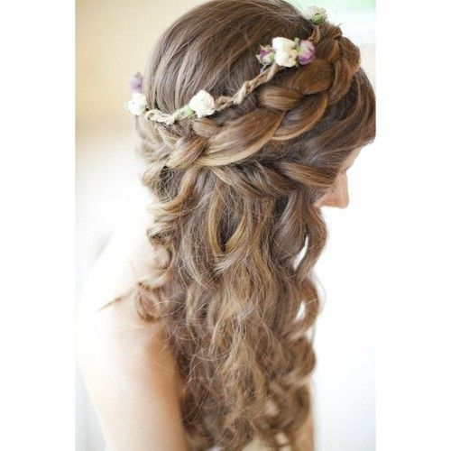 Bridesmaid's hairstyle without the floral stuff