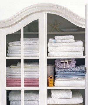 Как избавиться от неприятного запаха в шкафу Используя соду, можно избавиться от затхлого запаха в шкафу. Для этого в шкаф нужно поставить открытую пачку.