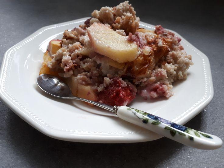 Sütőben sült zabpehely gyümölcsökkel: a tökéletes reggeli!