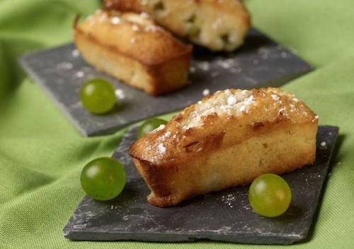 Retrouvez cette recette facile de financiers aux raisins. Vous ne pourrez pas résister à ces petits gâteaux moelleux !