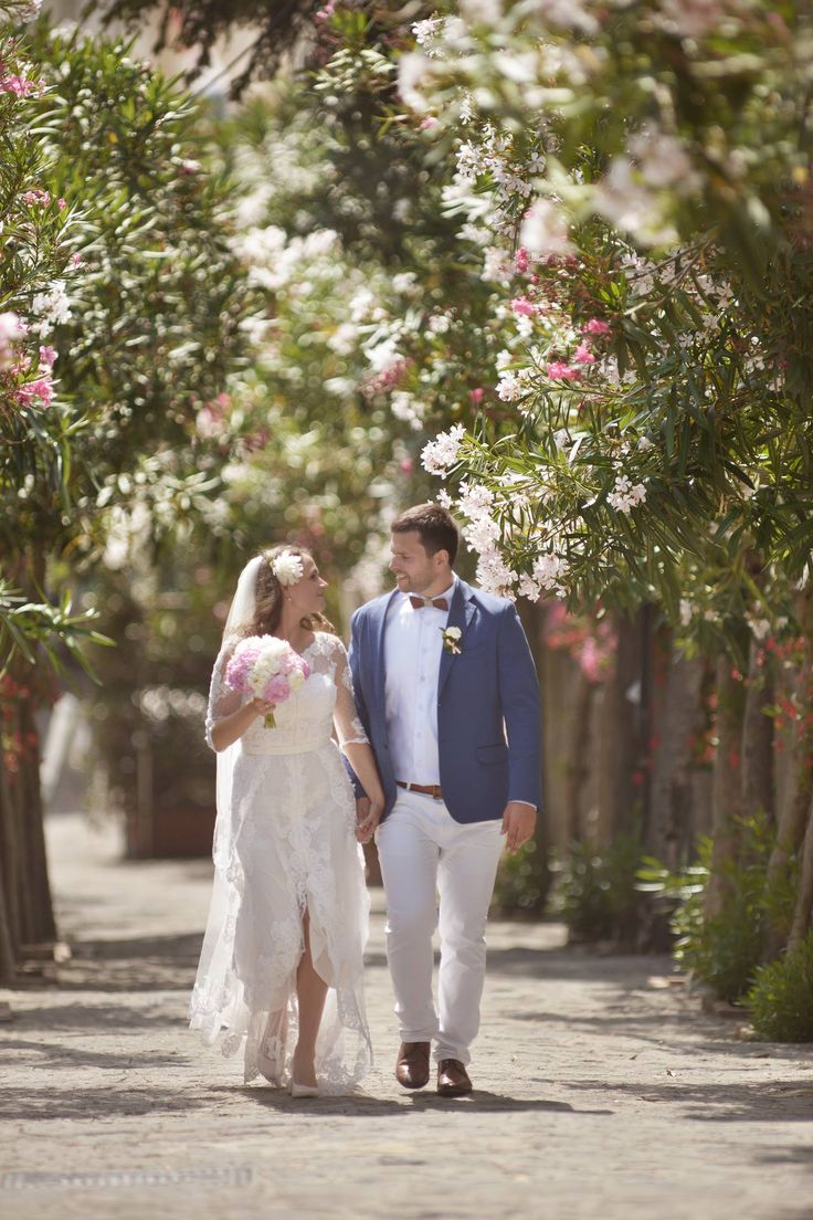 bride and groom, Wedding Day, peach, green and white colors, Hotel Bonadies, ravello, Olga Studio, Sposa Mediterranea, Federica Wedding Planner