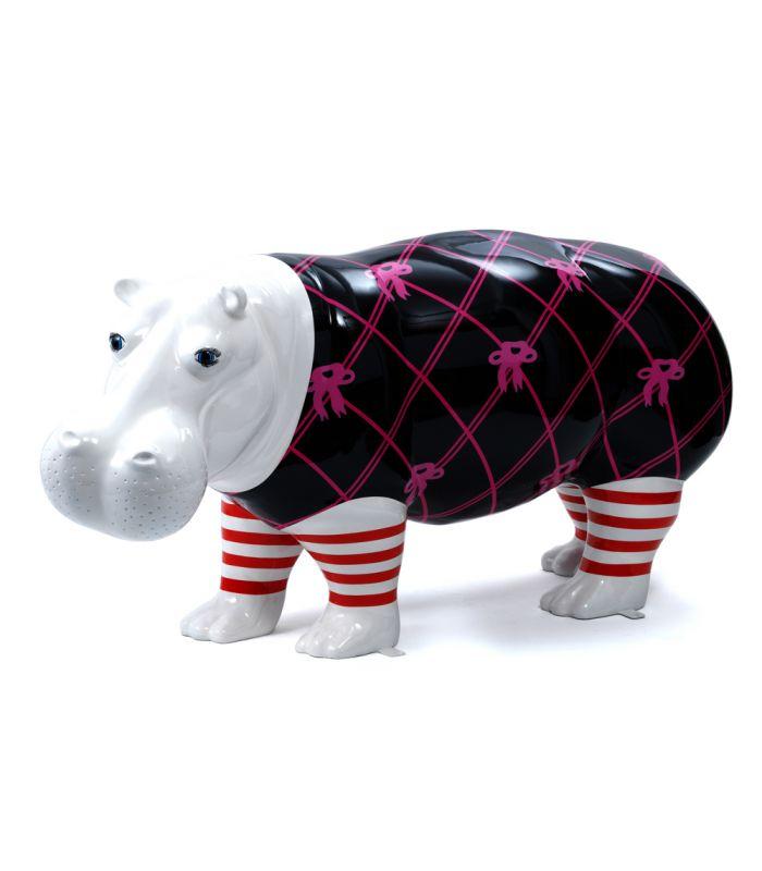 Statue Hippopotame Geant - Sculpture Art Contemporain - 175 x 82 x 55 cm Description du modèle :Grand Hippopotame longueur 1m75, blanc avec habillages peint àla main, verni et laquéCaractéristiques :Référence du modèle : ART083Marque : AnimartdecoDimensions : 175 x 82 x 55 cm (Longueur x hauteur x largeur)Poids : 26 Kg