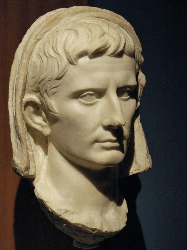 Завуалированная голова императора августа. Мрамор. В начале 1-го века нашей эры. Анкона, Неаполь Национальный археологический музей марке
