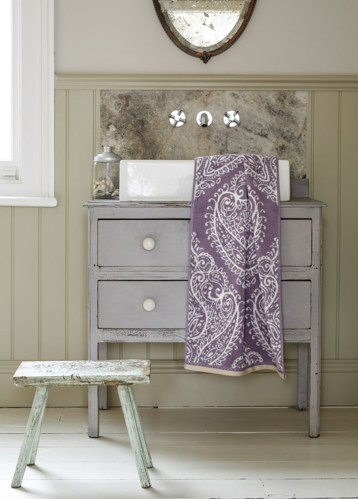 Christy Mandalay Damson towel, perfect accessory for any elegant bathroom http://www.christy-towels.com/bathroom/towels/mandalay.html