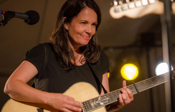 "Lori Mckenna ""Humble and Kind"""