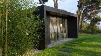 Vous souhaitez agrandir votre maison ? Vous avez besoin d'un garage ? Ces constructions modulaires se font sur-mesure pour s'adapter à tous vos projets