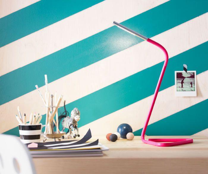 Con il suo design curvato, la lampada #HÅRTE aggiunge un tocco di stile alla tua scrivania. Non solo. Questa lampada è dotata di #LED, che durano a lungo, ha la testa regolabile e si può alimentare attraverso una porta USB del tuo computer o una comune presa a muro. #gustatilavita