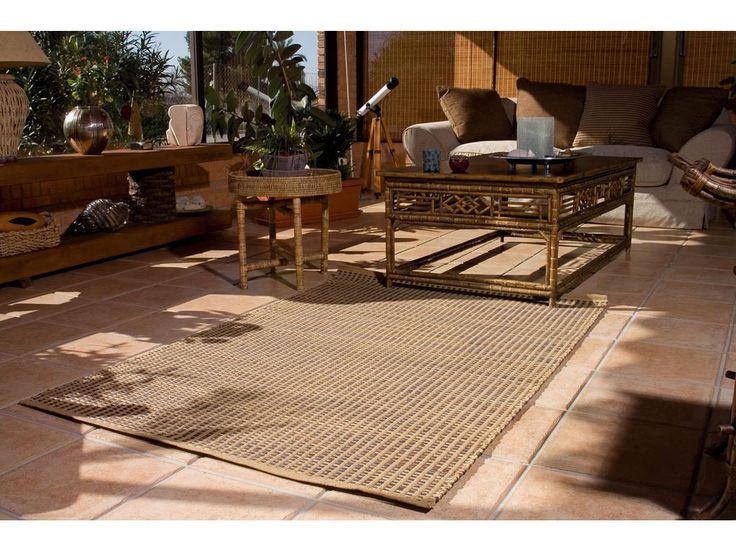 Aporta calidez y comodidad en el interior de tu hogar con una alfombra, y, porque no, también en exterior, en un porche o bajo una pérgola. #deco #Catral #decoracion