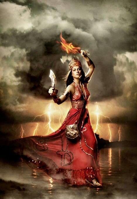 """02 de fevereiro - Dia também consagrado a Oiá-Iansã, """"deusa Yorubá das tempestades, detentora dos poderes do fogo e doadora da justiça e memória"""" (Márcia Frazão) - Da pasta: Relegere-Religio"""