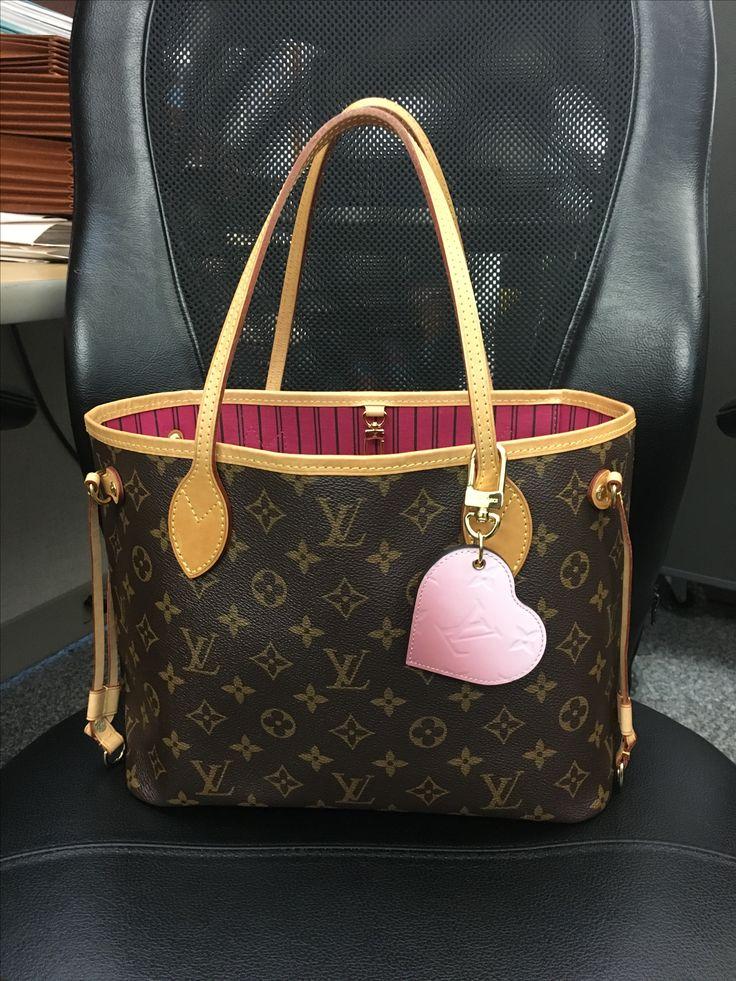 Louis Vuitton Neverfull pm Monogram Pivoine & Monogram Vernis Dégradé Heart Bag Charm