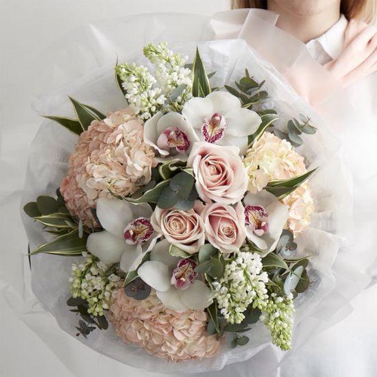 Jane Packer Flowers' arrangement using Lilac