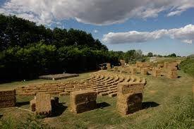 L'arena delle balle di paglia è un festival a cura dell'associazione culturale Prrimola di Cotignola che si svolge a luglio in una golena del fiume Senio