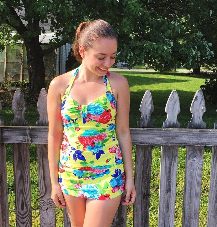Bombshell swimsuit sewn by Trish IG @trishstitched https://www.instagram.com/p/BF9zYkXNYEK/