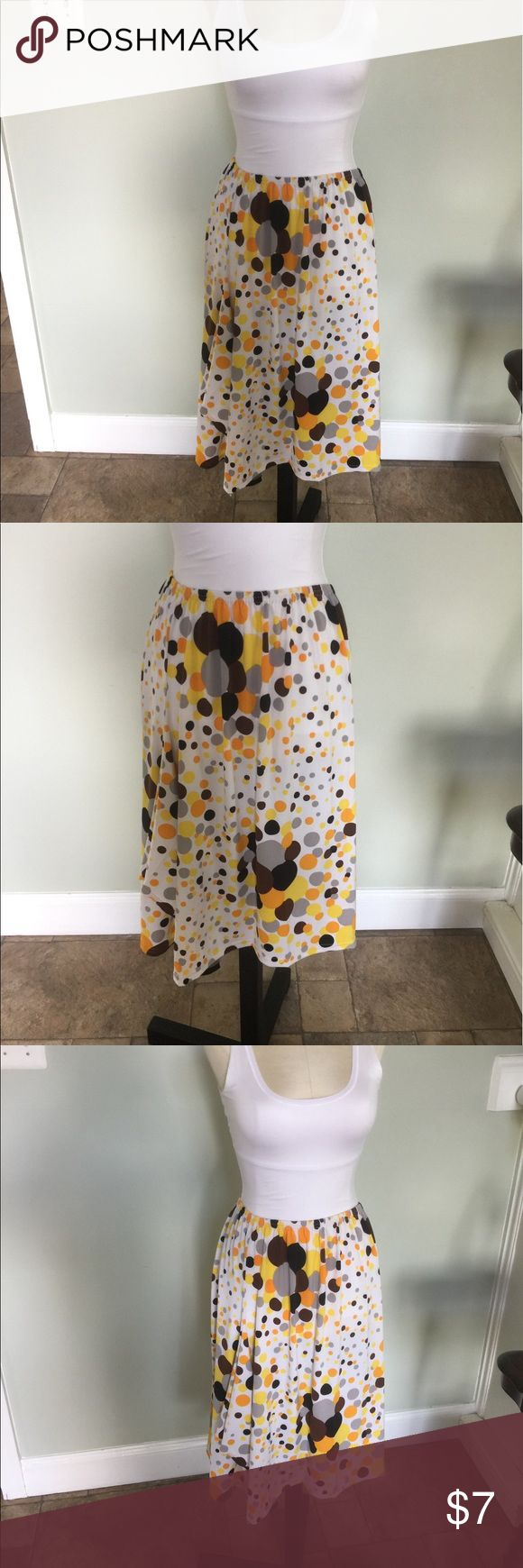 New Handmade Dancers Skirt Sz M Skirt was made by a seamstress friend of mine.She made these for the dance schools near me and is now retiring and getting rid of her stock.New condition.Elastic waist. handmade Skirts Midi