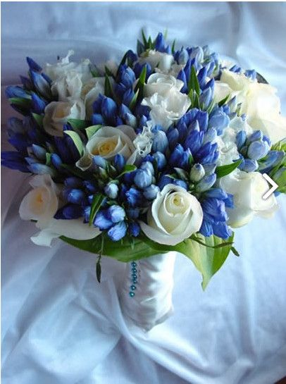 White Rose and Gentiana blu Bouquet