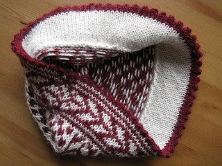 The size is perfect for an adult female (me) - but the person it's for says they have a tiny head. I may line it with fleece if it's too big for them. Used maroon for color A and cream ...