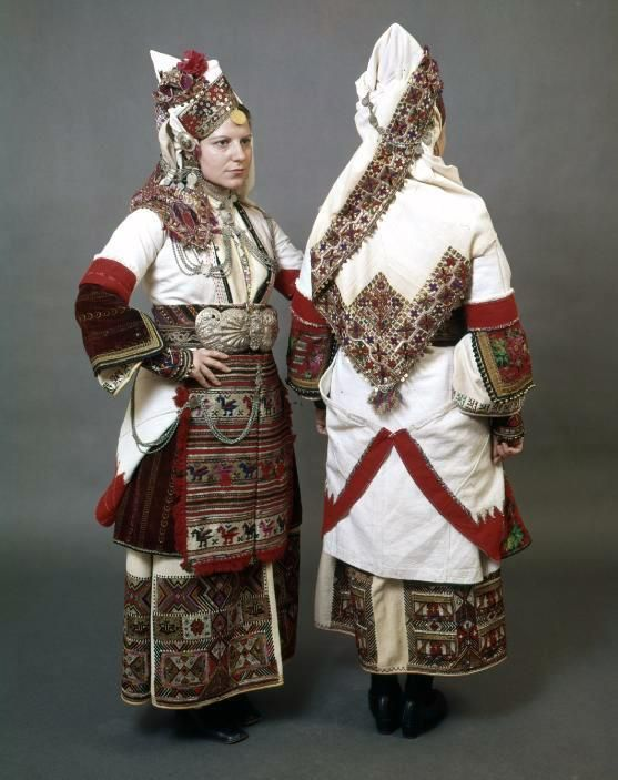 Bride costume from the village Piscopo (Greek: Επισκοπή / Bishops) in Urumlak, Bersko, Aegean Macedonia, Start. the 20th century.
