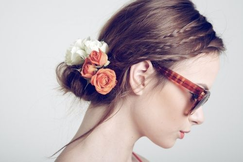 tumbling and found this pretty updo with tiny braids + flowers… also dig the shades:    makeupdoll:    so pretty!