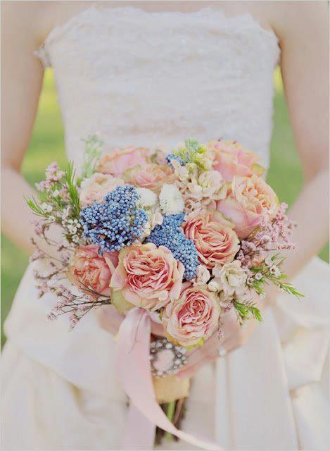 Various bridal arrangements, bouquets to impress on your most beautifull day.http://www.bissfloral.nl/bruidsbloemwerk.html