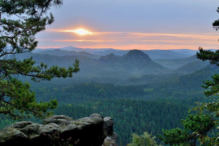 """Sunrise from an """"elbsandstein"""" (4898x3265) http://ift.tt/2ztiIGq"""