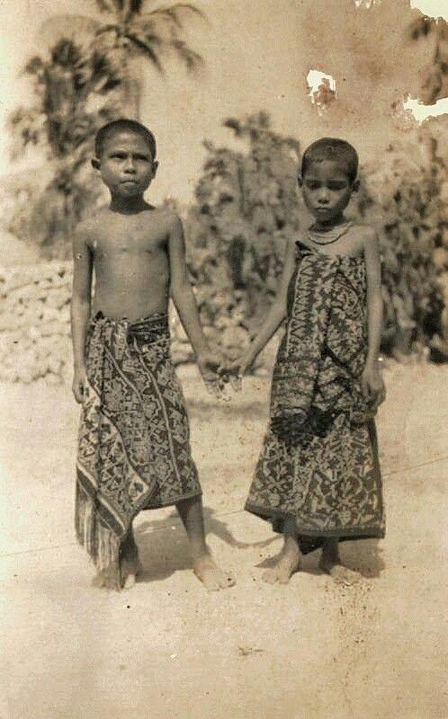 Jongen en een meisje, vermoedelijk op Roti - Kupang. 1935