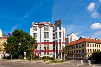 Leonardo Hotel Vienna, Vienna Located in Vienna (Mariahilf), Leonardo Hotel Vienna is close to Raimund Theater, Schoenbrunn Palace, and Leopold Museum. Also nearby are Museum of Natural History and Museum of Art History. 2854