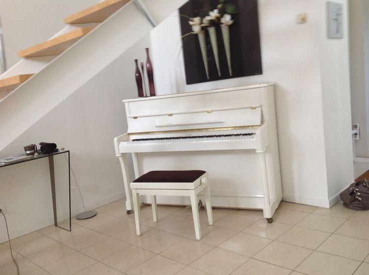 Annonce vente piano droit blanc royal classic je vends un piano droit occasion : instruments de musique à vendre sur ParuVendu Mondebarras WB157251302 - PRIX : 1000€