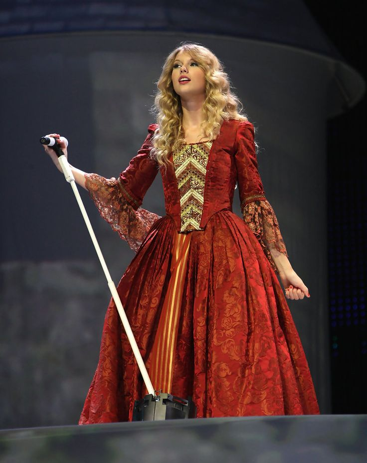 Taylor Swift - Taylor Swift Fearless Tour At Madison Square Garden - Love Story Act