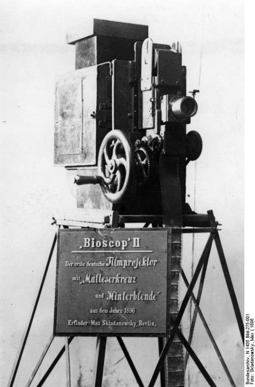 Bioscop II. Der erste deutsche Filmprojektor mit Malteserkreuz und Hinterblende aus dem Jahre 1896.