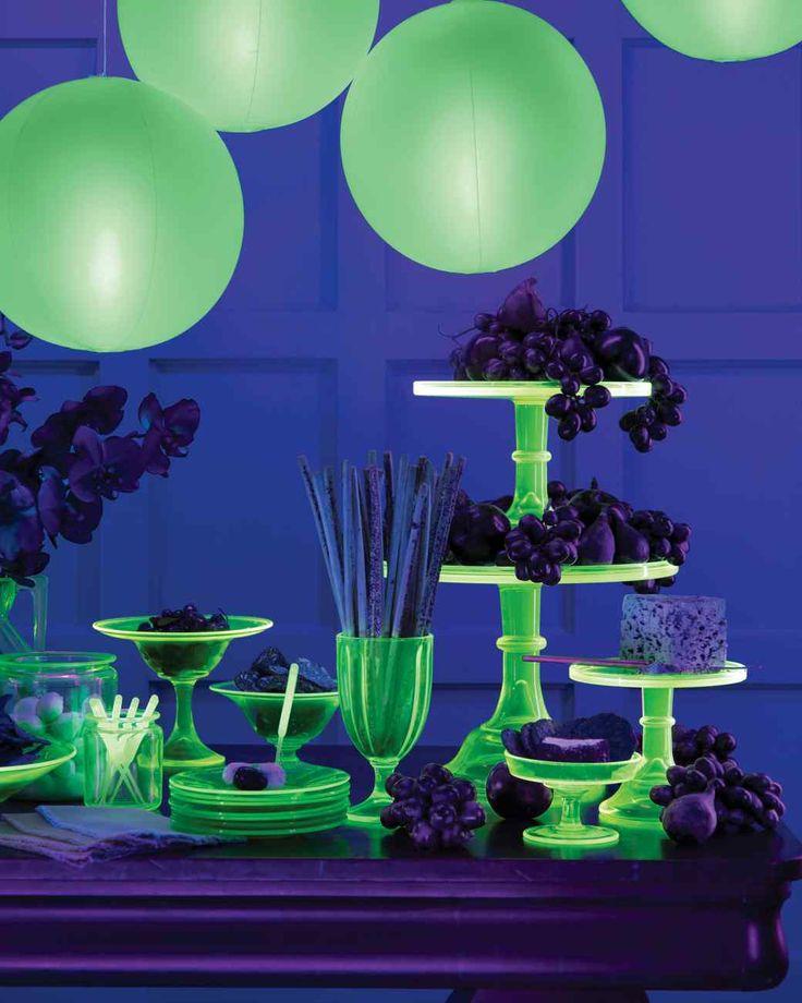 232 best halloween glow in the dark spooktacular halloween for Glow in the dark centerpiece ideas