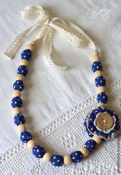 Колье, бусы ручной работы. Ярмарка Мастеров - ручная работа Бусы текстильно-вязаные в синий горошек. Handmade.