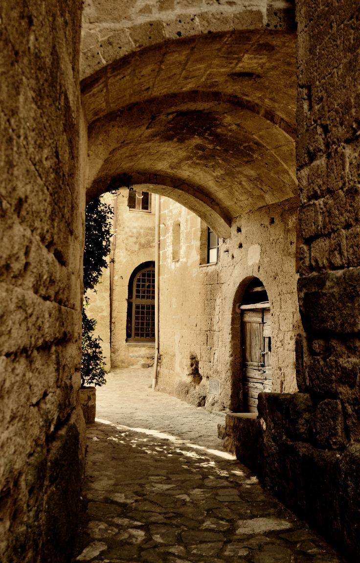 Dentro Civita di Bagnoregio,   Italy