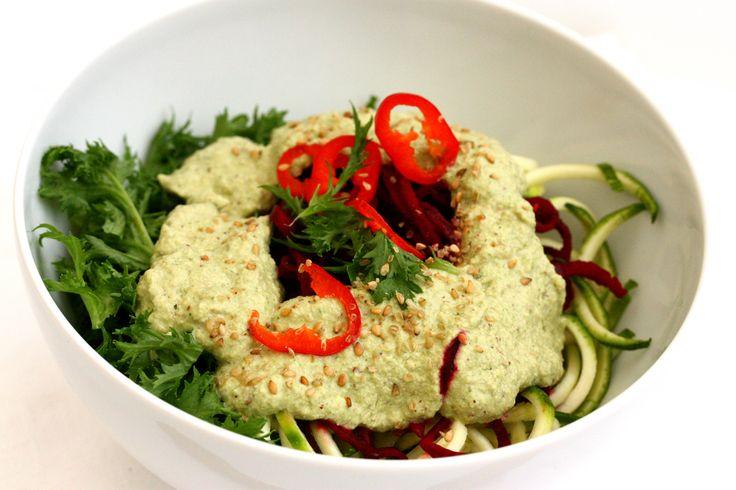 Spaghettis de légumes crus sauce crémeuse épicée // Raw noodles & spicy creamy sauce