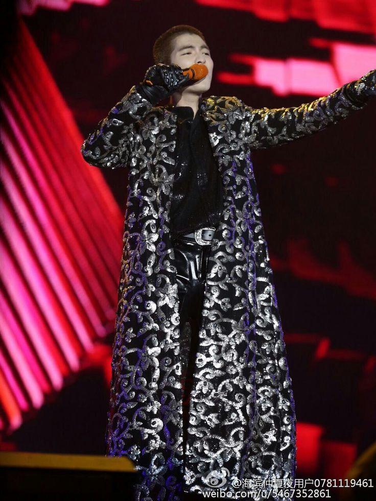 Дешевое Новый 2015 мужчин мода цветок печатных тонкий джентльмен концерт с jacekt пиджак костюм мужской этап одежда джаз танцор пальто, Купить Качество Китайские народные танцы непосредственно из китайских фирмах-поставщиках: paillette male master 2015 Sequins Dresses Stage Costumes Men Suit MC Host Clothing Singer Suits & Blazer show jacket ou