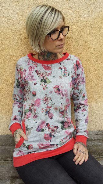 """Sweatshirts - Suzi.Ramone Raglan-Pulli """"Melina"""" rote Blüten - ein Designerstück von ByRamone bei DaWanda"""