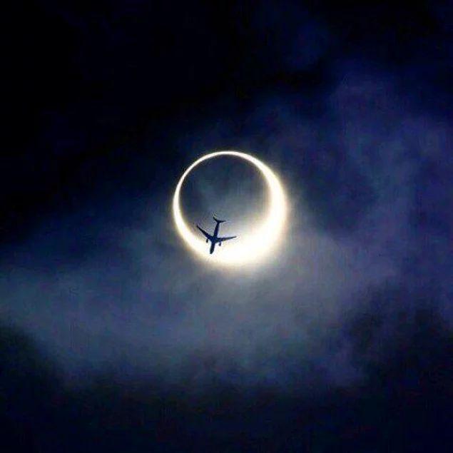 Бывают такие сны, после которых, проснувшись, ты еще долго лежишь с закрытыми глазами в надежде удержать эти моменты.